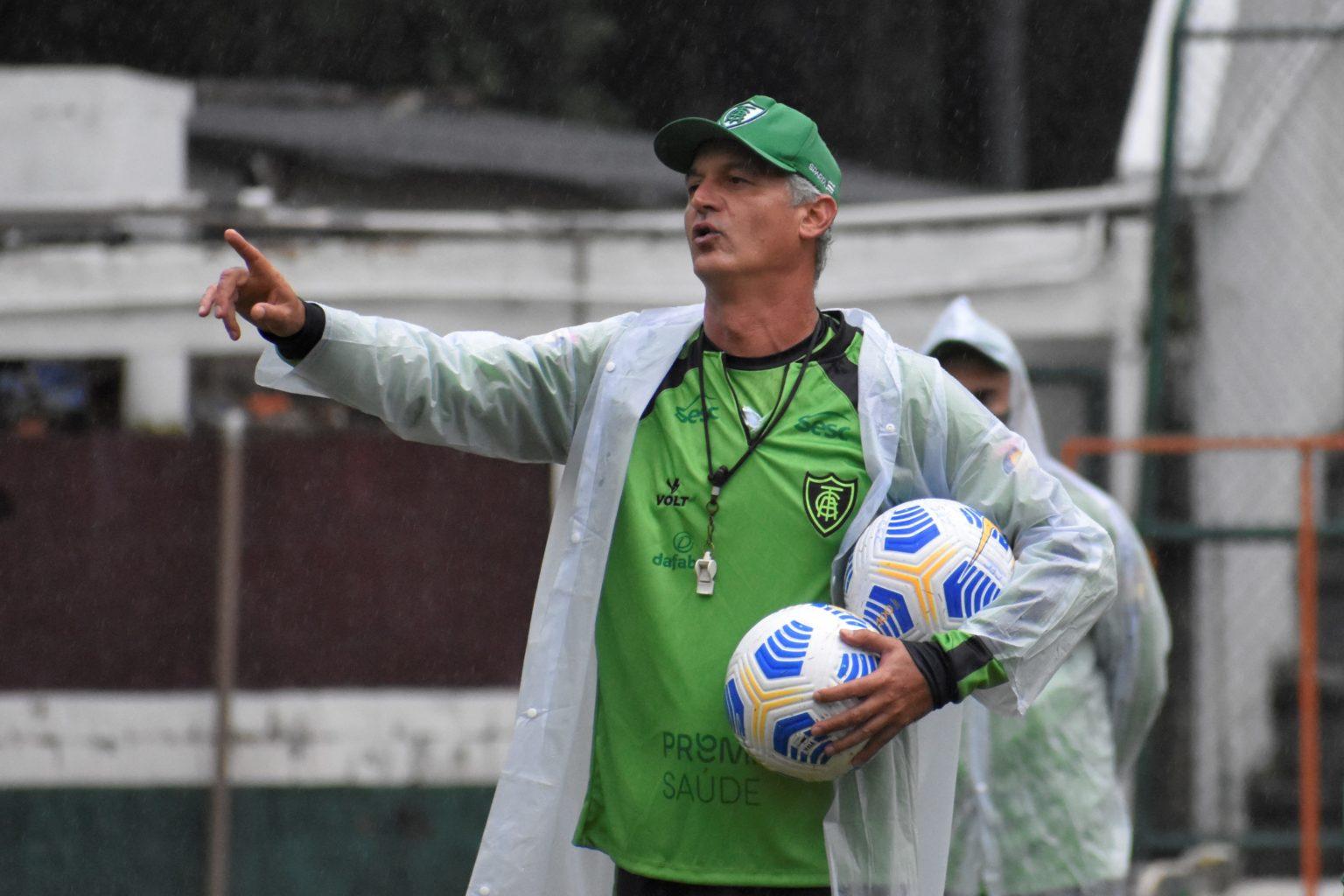 No Rio de Janeiro, Coelho treina e se mobiliza para o grande duelo contra o Flamengo
