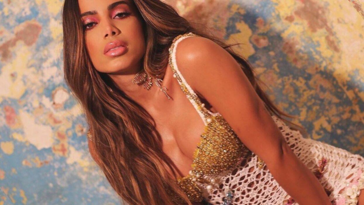 De biquíni pp, Anitta rebola até o limite e deixa escapar marquinha íntima