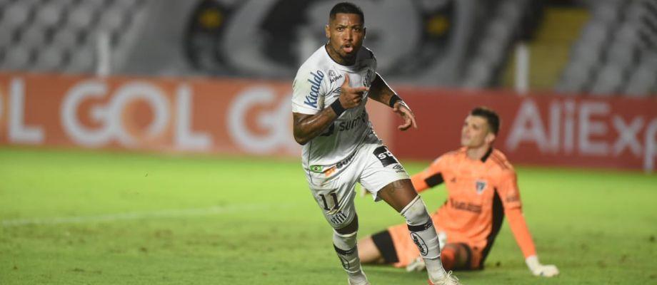 Com gols de Marinho e Pirani, Santos derrota o São Paulo no clássico da Vila Belmiro