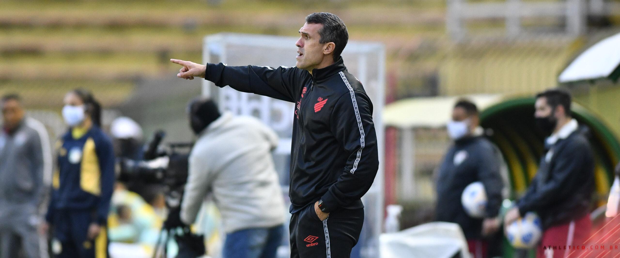 """""""Time manteve o equilíbrio e o plano de jogo"""", avalia Bruno Lazaroni"""