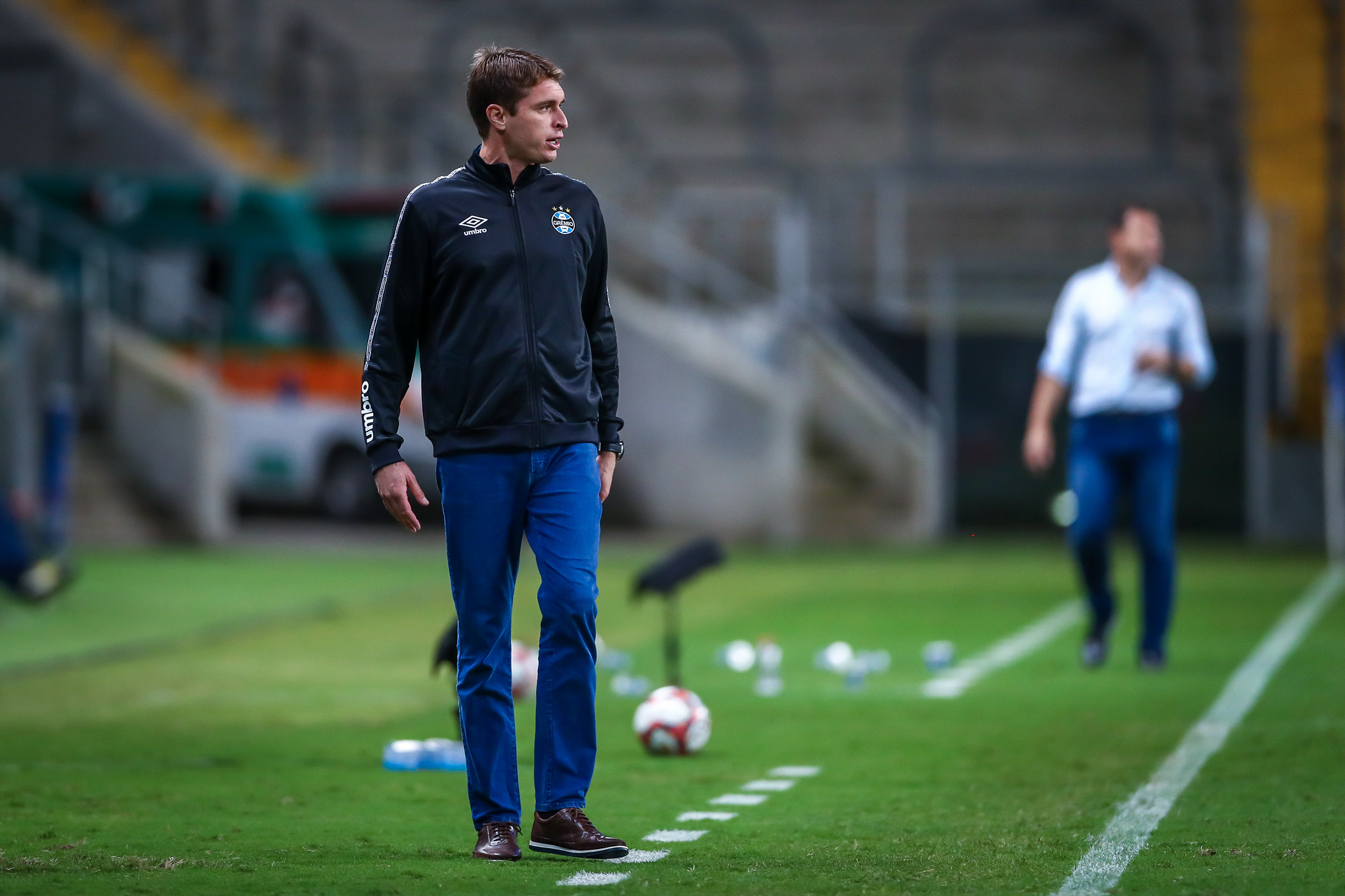 Grêmio define Thiago Gomes como técnico interino