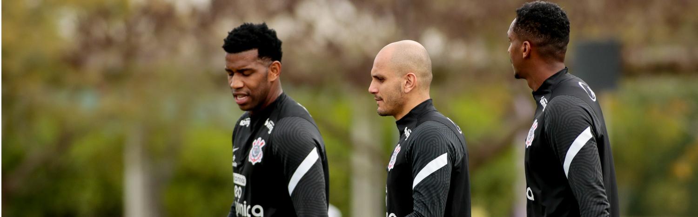 Sylvinho promove treino técnico de olho na Chapecoense