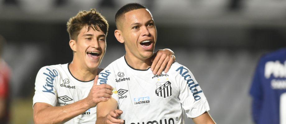 Santos FC domina a partida e vence o Athletico na Vila Belmiro