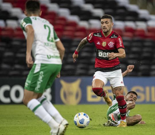 De virada, Mengão vence a Chapecoense por 2 a 1 no Maraca