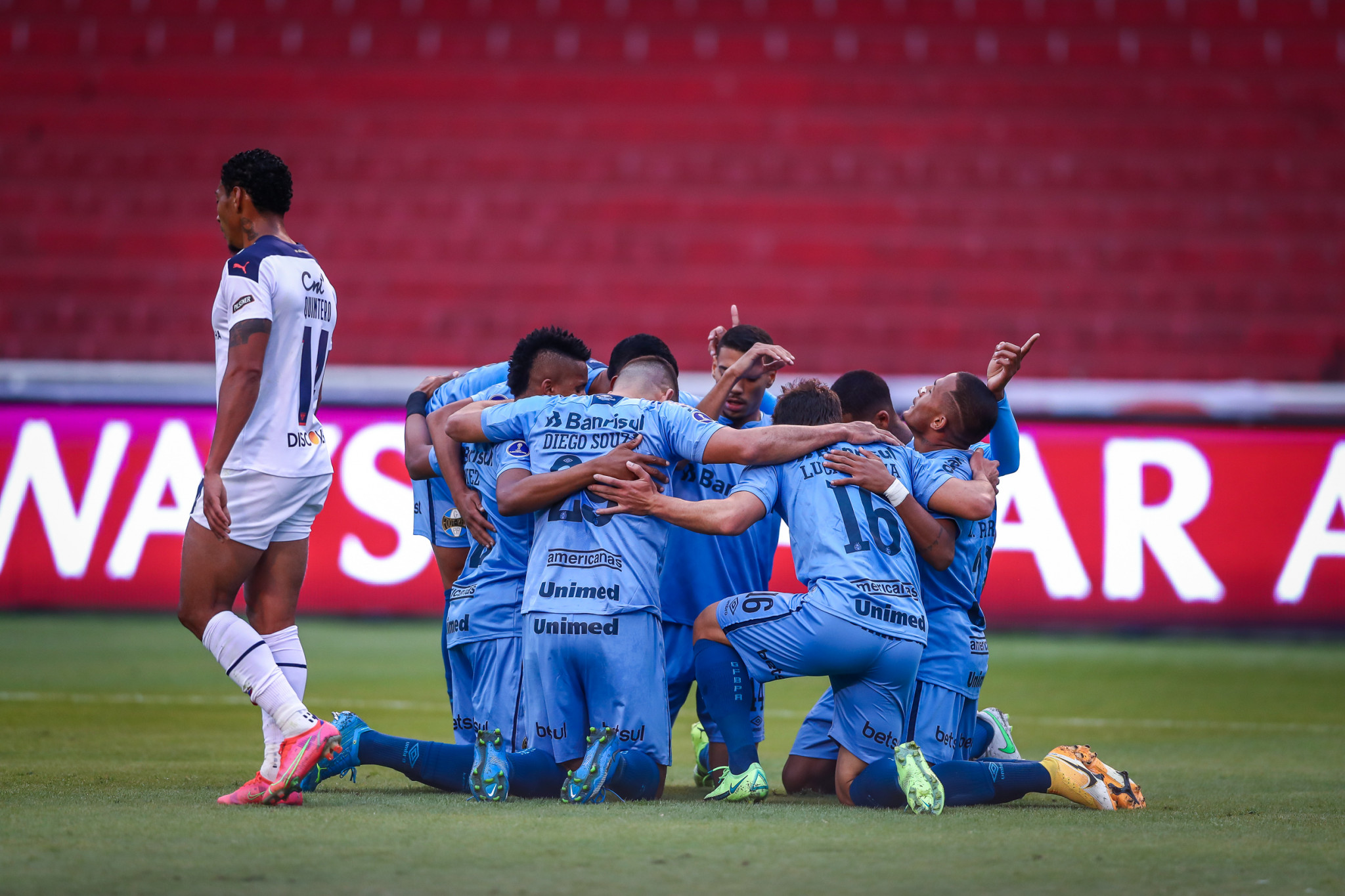 Grêmio vence a LDU, em Quito e constrói vantagem para o jogo de volta das oitavas de final da Sul-Americana