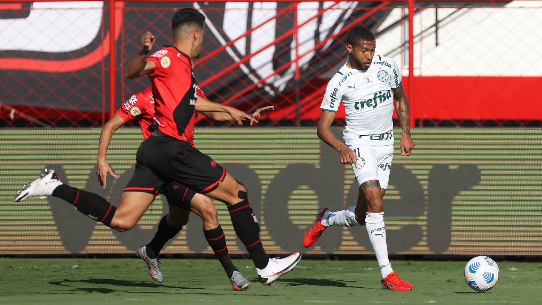 Líder, Palmeiras supera Atlético-GO fora de casa por 3 a 0 no Campeonato Brasileiro
