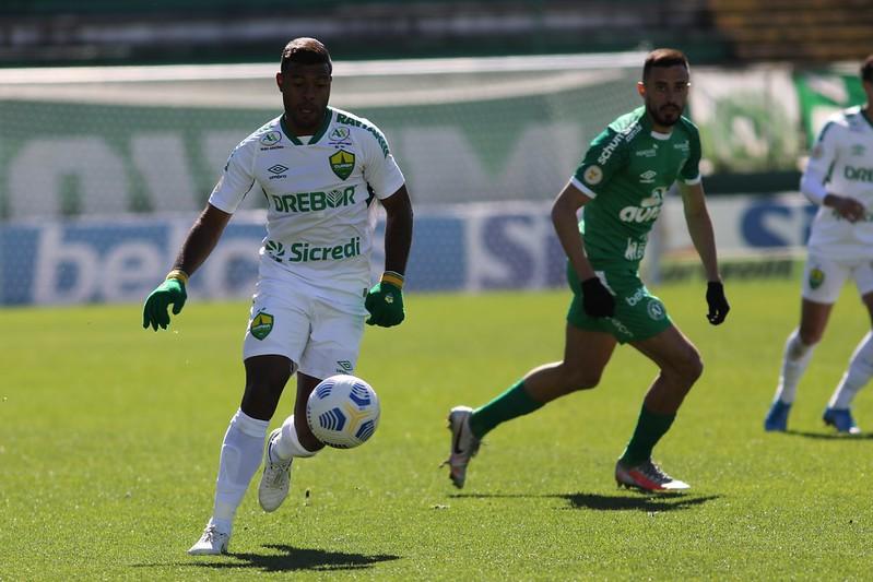 Cuiabá bate a Chapecoense e conquista a primeira vitória no Brasileirão Assaí