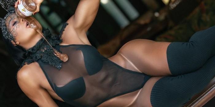 Gracyanne Barbosa anima seguidores com performance picante no pole dance