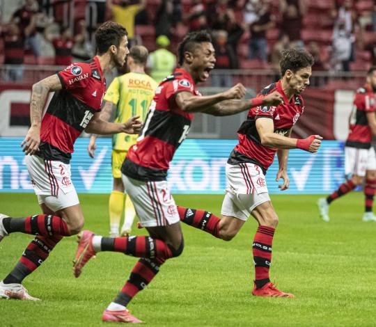 Em Brasília, Mengão goleia o Defensa por 4 a 1 e avança para as quartas da Libertadores