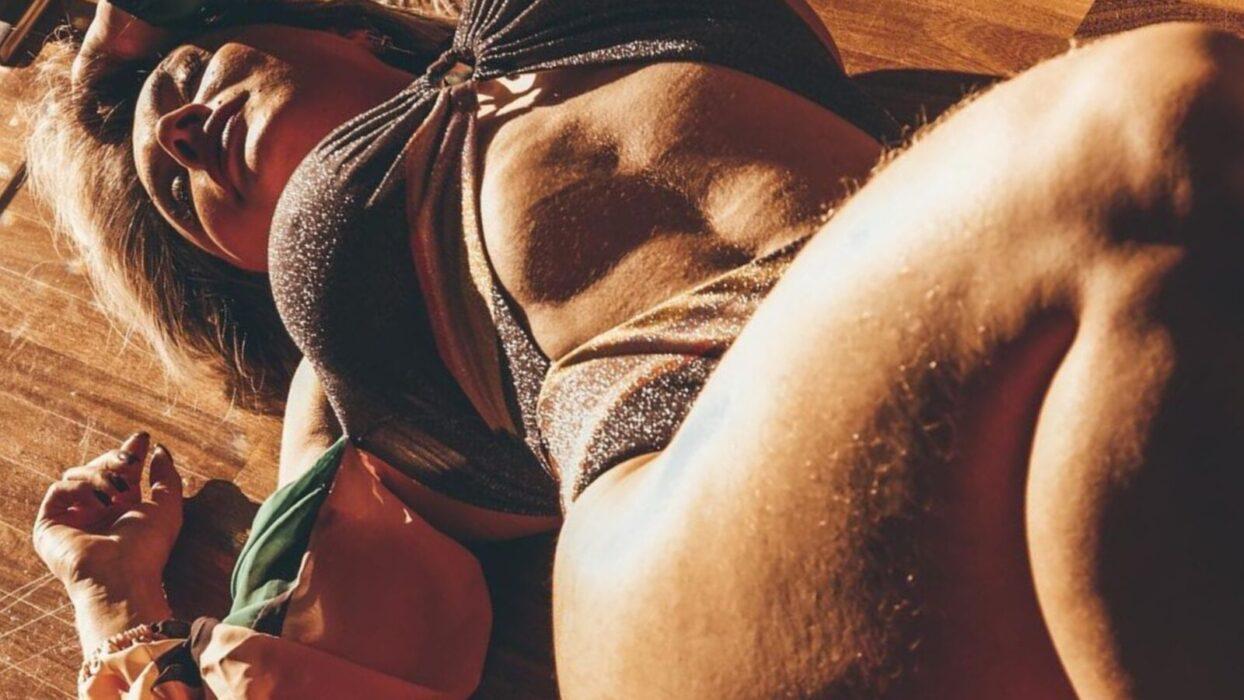 Juju Salimeni dá show de beleza corporal em publipost exótico