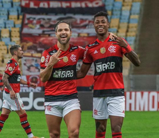 Flamengo goleia o São Paulo por 5 a 1, de virada, pelo Brasileirão