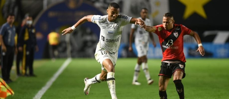 Pelo Campeonato Brasileiro, Santos FC perde para Atlético Goianiense na Vila Belmiro