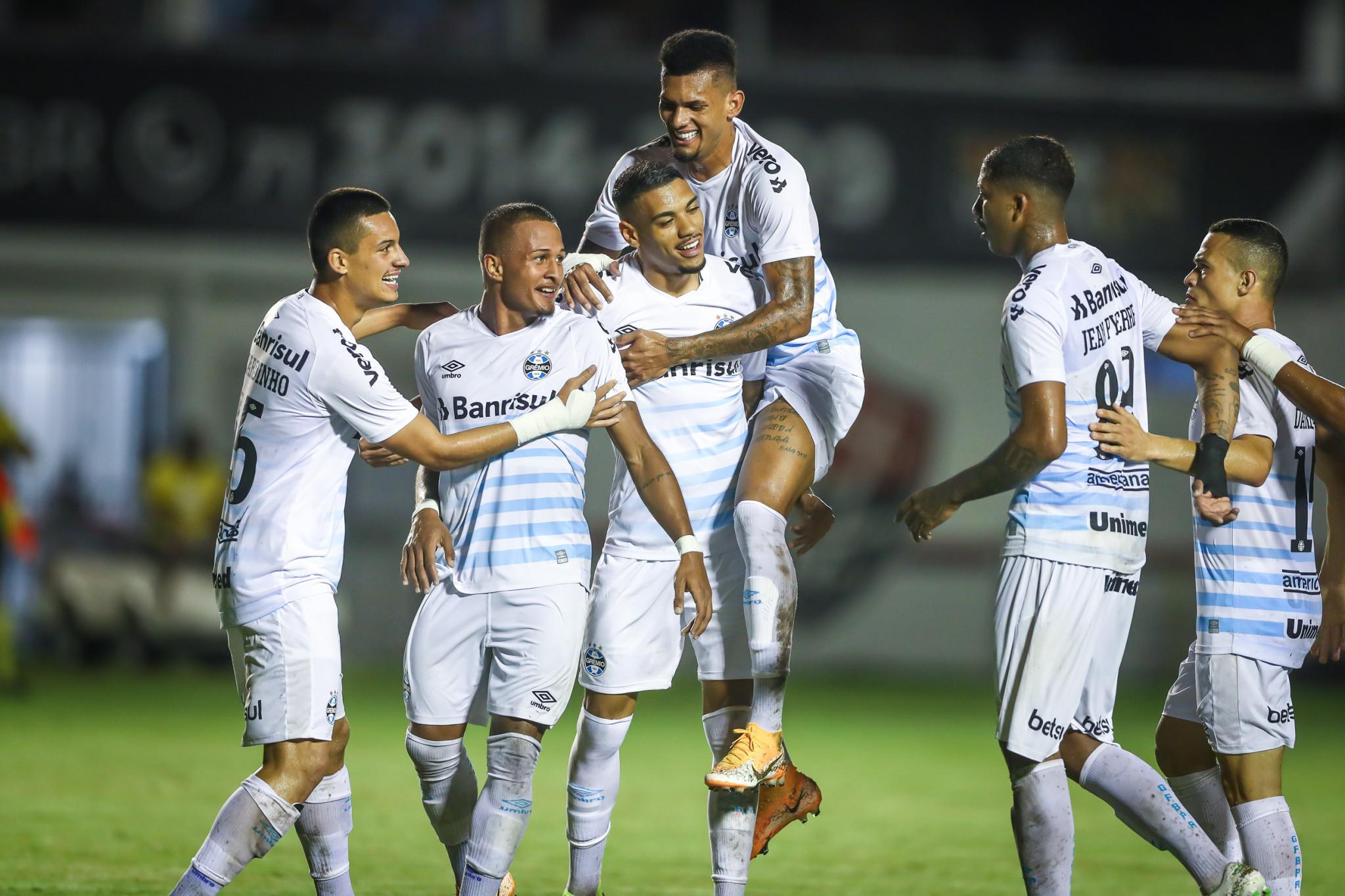 Grêmio vence o Vitória por 3 a 0 e retorna com vantagem para a decisão das oitavas de final da Copa do Brasil