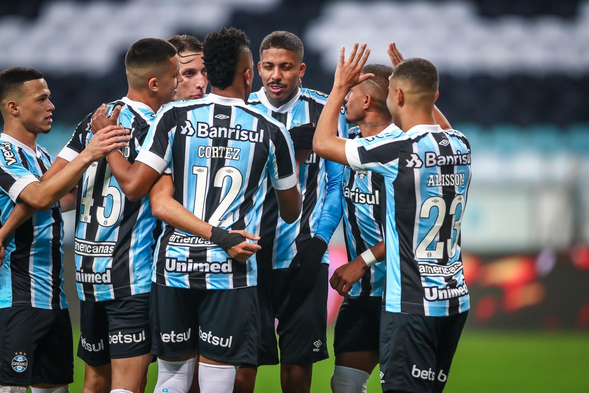 Na Arena, Grêmio vence o Vitória e está nas quartas de final da Copa do Brasil