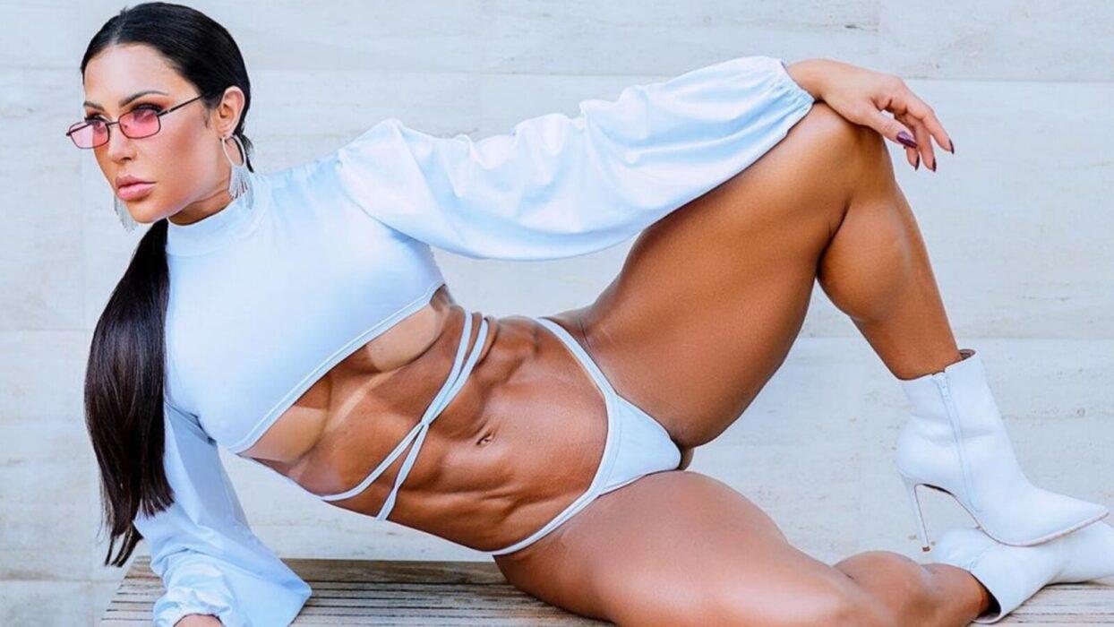 Gracyanne Barbosa exibe bronzeado perfeito no corpão em cliques arrebatadores