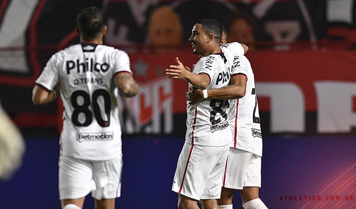 Athletico-PR empata com o Atlético-GO e avança às quartas da Copa Intelbras do Brasil