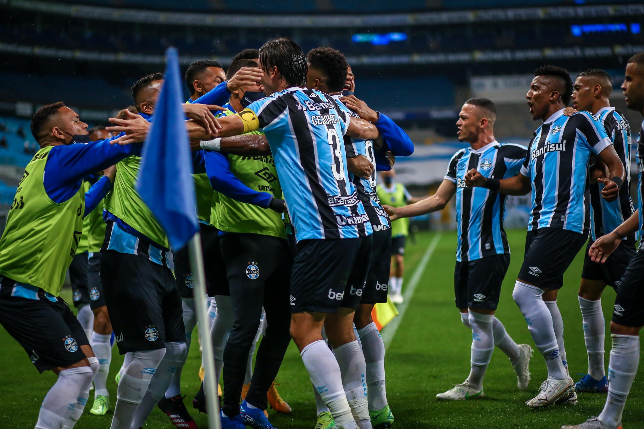 Na Arena e de virada, Grêmio vence a Chapecoense no Brasileirão