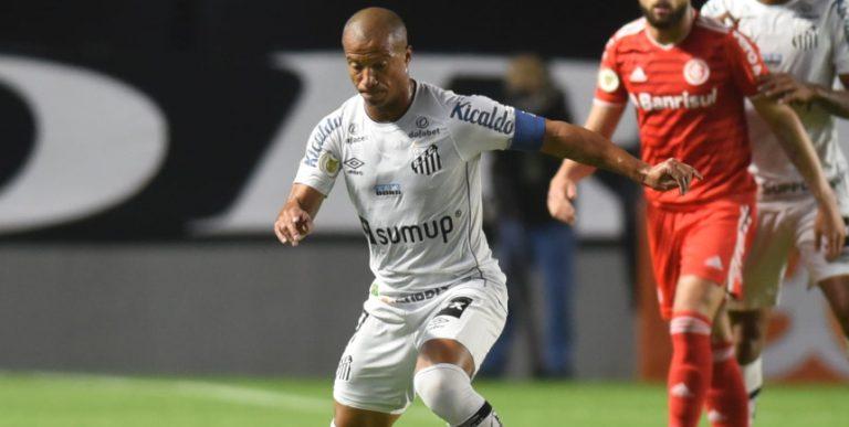 Na Vila Belmiro, Santos FC empata com o Internacional