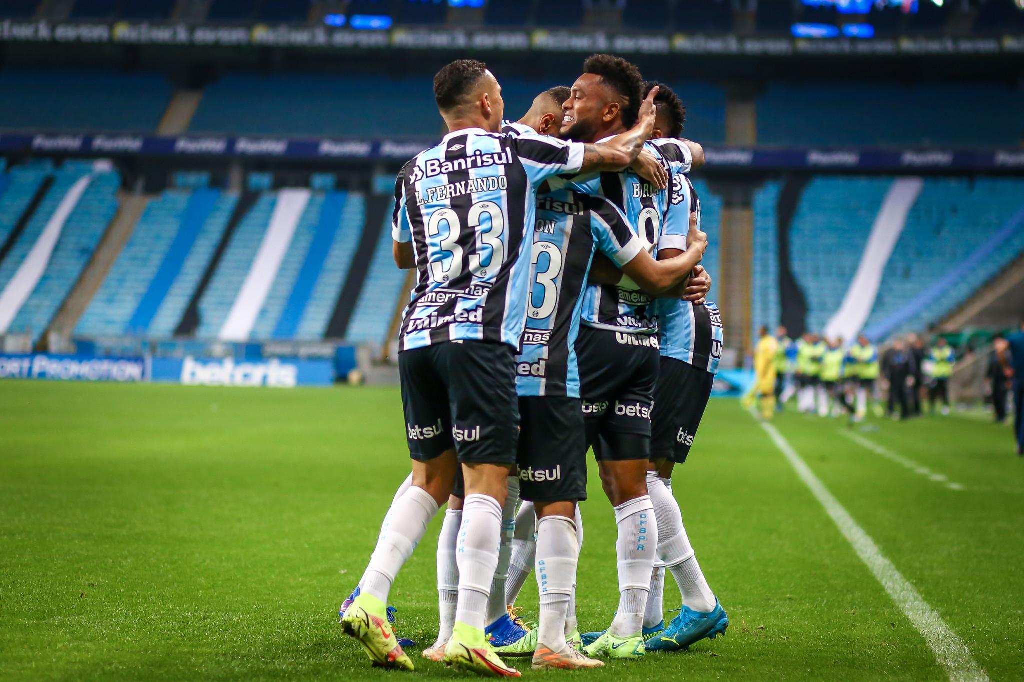 Grêmio bate Bahia e avança no Brasileiro