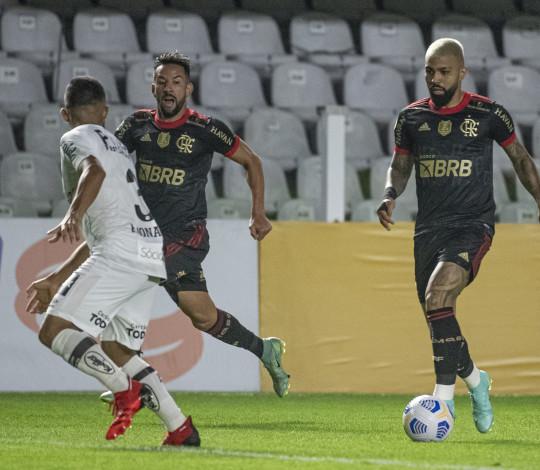 Gabigol marca três vezes e Mengão goleia o Santos por 4 a 0 na Vila Belmiro