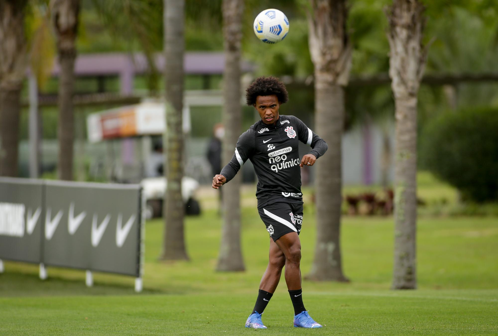 Corinthians faz treino tático e de bolas paradas de olho no América-MG