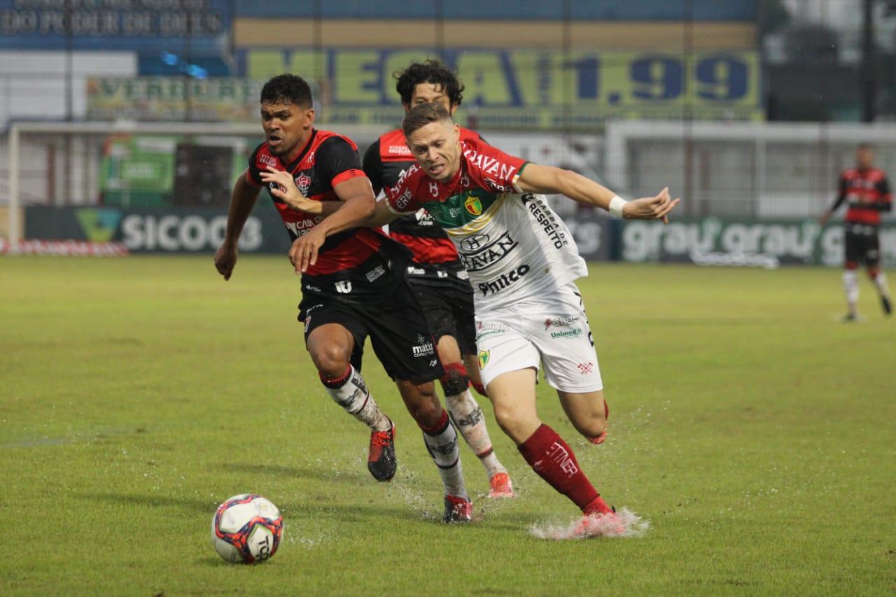 Brusque e Vitoria empatam sem gols pela rodada da seria B
