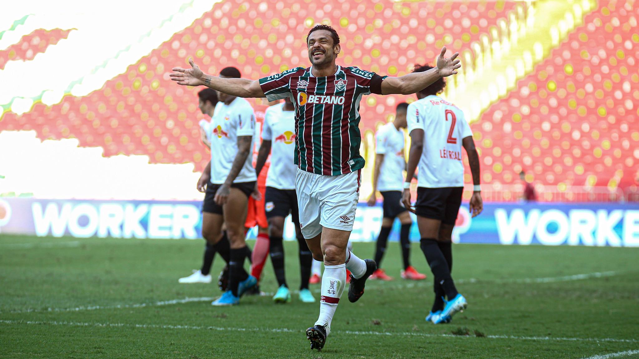 Fluminense vence no Maracanã e segue na cola do G-6 do Brasileirão
