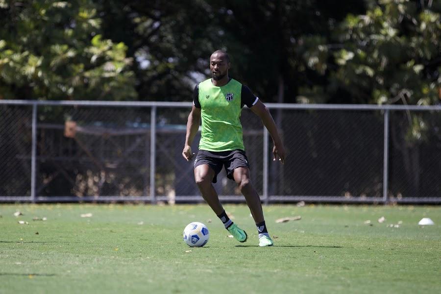 """Luiz Otávio celebra força do Ceará no Castelão, mas alerta: """"Temos que manter isso"""""""