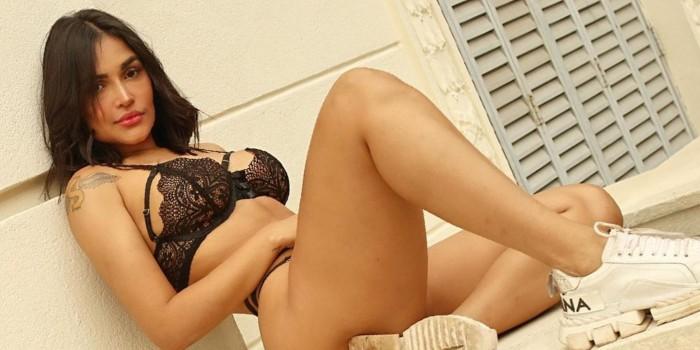 Flay exibe corpão durante bronze em praia e agita a web: