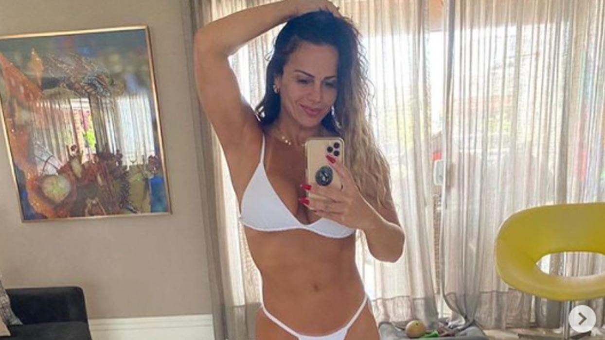 Viviane Araújo apimenta cliques com poses pra lá de sensuais e enlouquece seguidores