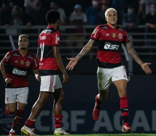 Fora de casa, Flamengo empata em 1 a 1 com Bragantino, pelo Brasileirão