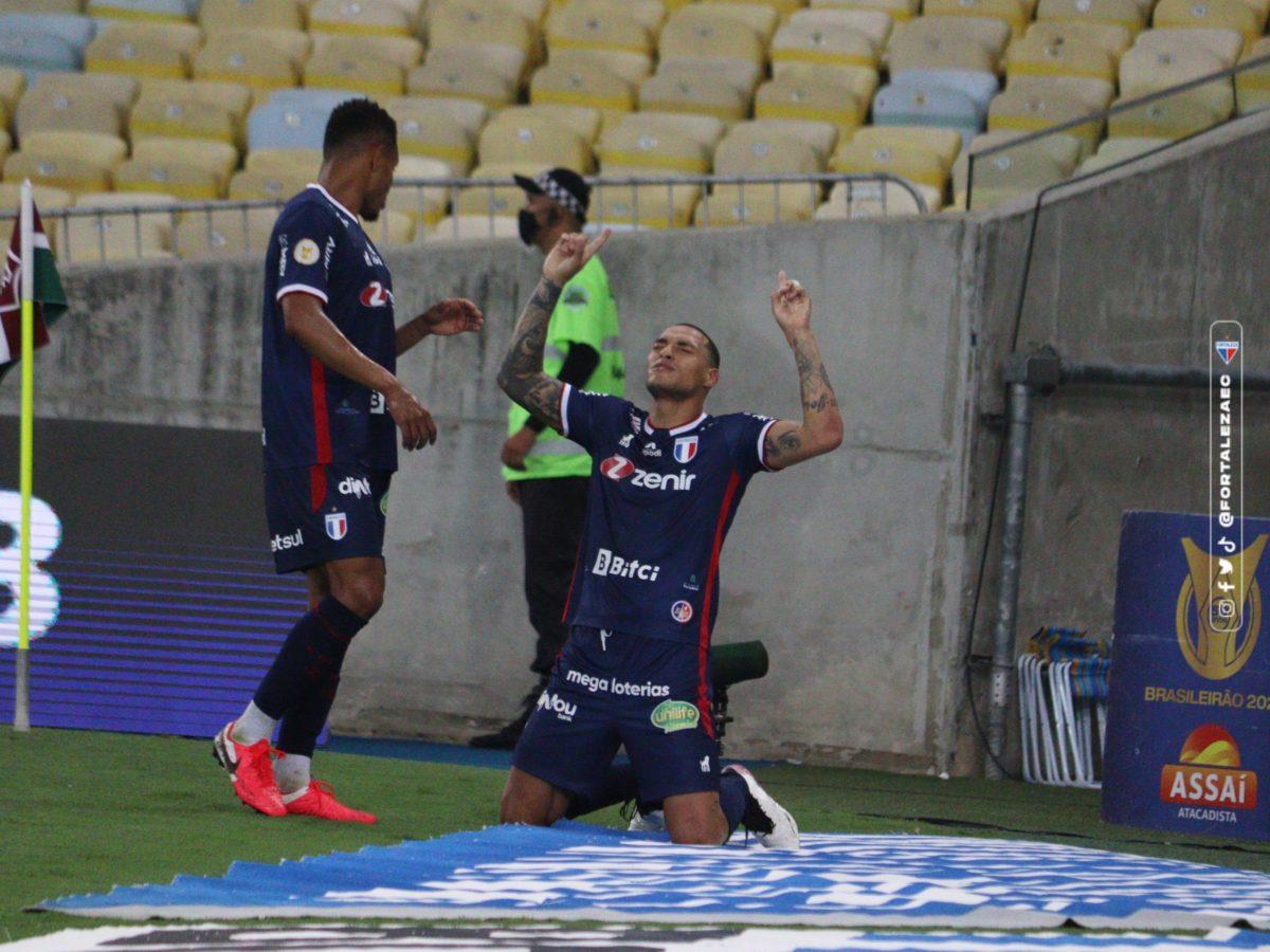 Fortaleza bate o Fluminense no Maracanã com gols de Benevenuto e Titi