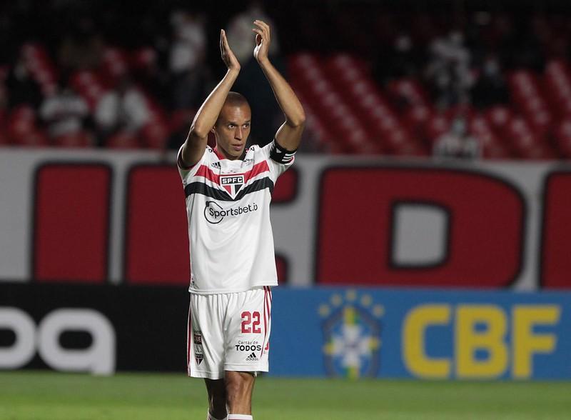 Na volta da torcida ao Morumbi, Tricolor empata com o Santos