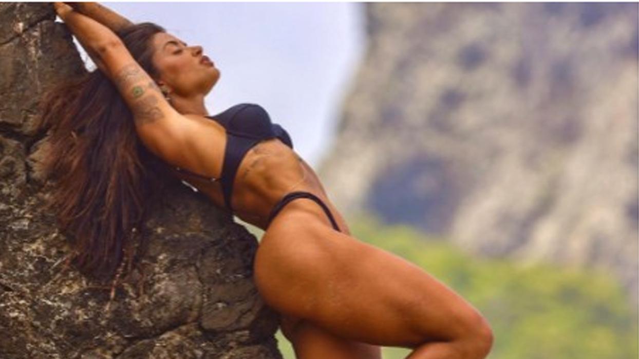 """Aline Riscado provoca fãs com ensaio em cenário paradisíaco: """"Sereia do cerrado"""""""