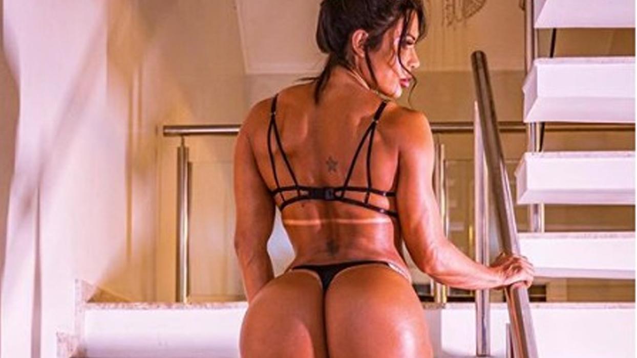 "De look ousado, Gracyanne Barbosa faz flexibilidade no limite: ""Alongada!"""