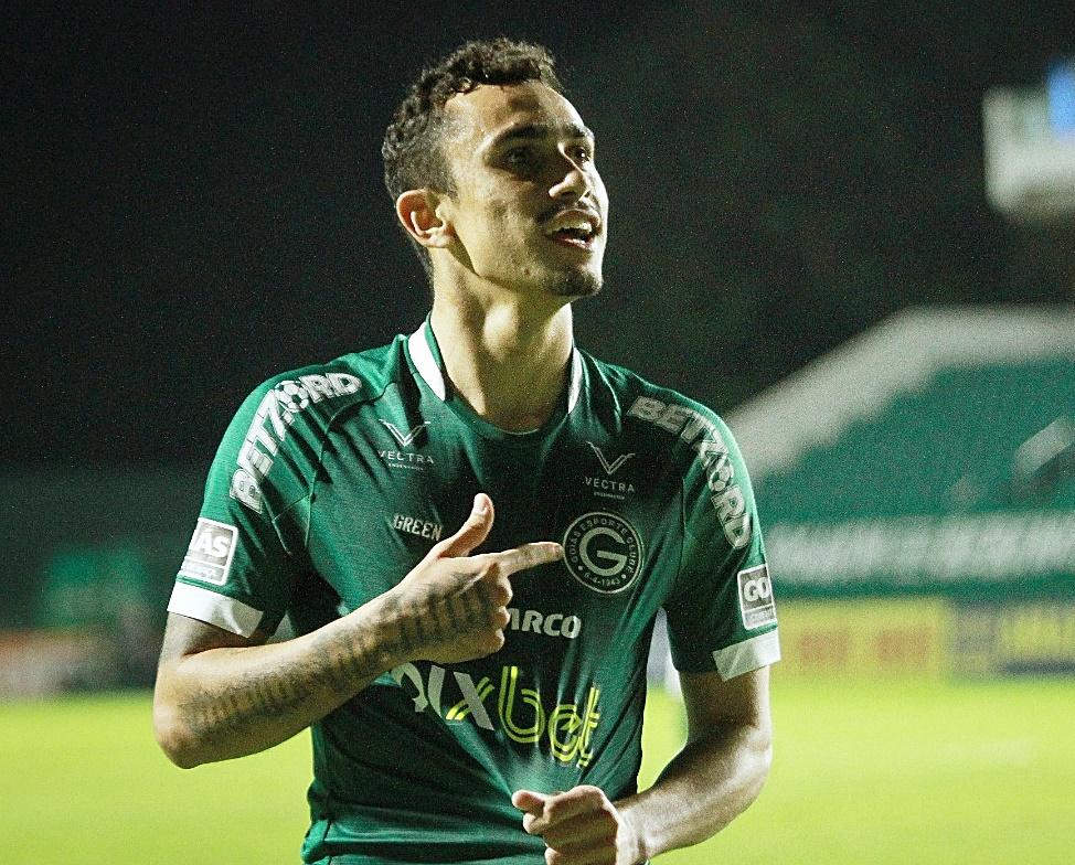 Com apoio da torcida, Goiás vence  CSA por 3 x 1