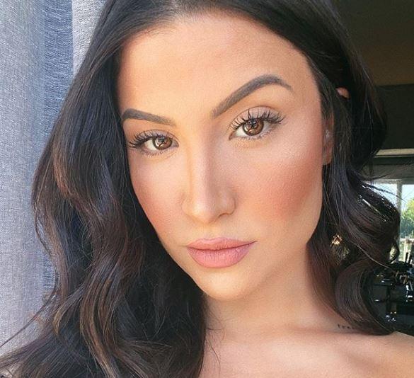 Ex-BBB Bianca Andrade faz selfie em frente ao espelho e bomba na rede social