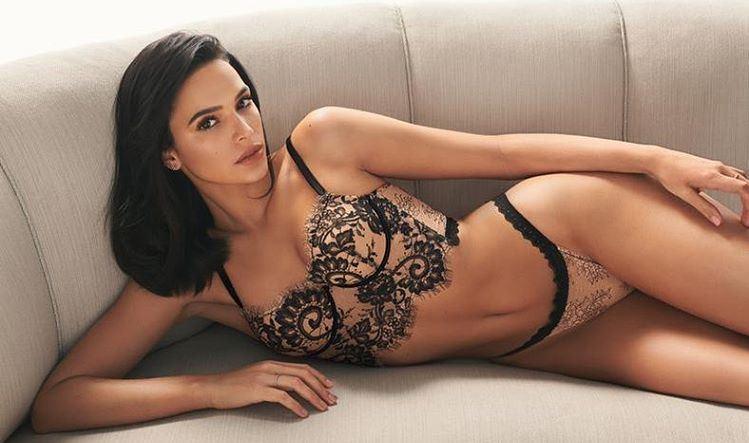 Bruna Marquezine usa look revelador para comemorar aniversário: