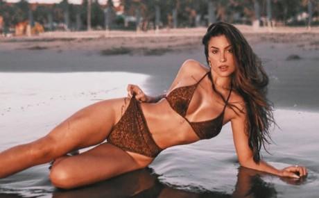 Bianca Andrade coloca os pernões de fora em clique revelador