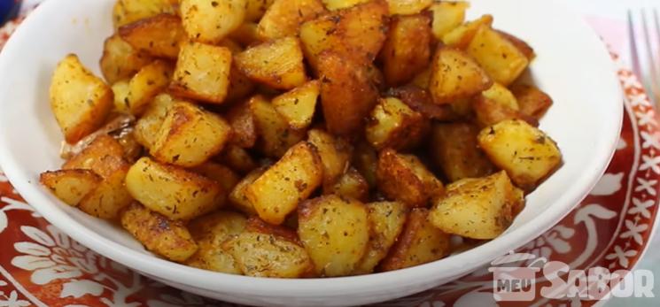 Batatas Brava com molhos