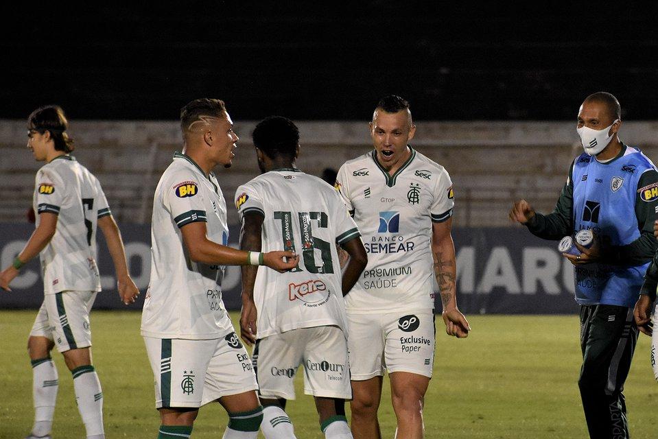 Fora de casa, América vence o Botafogo-SP e se mantém no G-4 da Série B