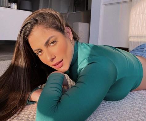 Mari Gonzalez arrasa no rebolado ao som de Anitta: