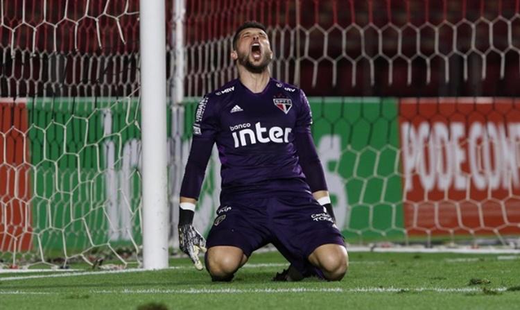 São Paulo tem sorte nos pênaltis e elimina Fortaleza da Copa do Brasil