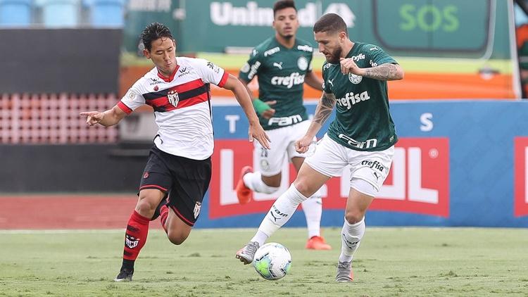 Palmeiras supera Atlético GO por 3 a 0 e sobe na tabela do Brasileirão