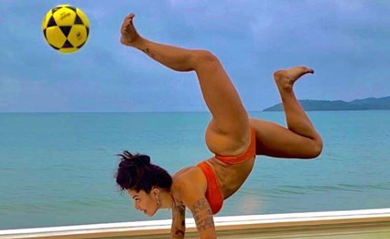 Aline Riscado prática futevôlei com look colado ao corpo e atrai olhares: