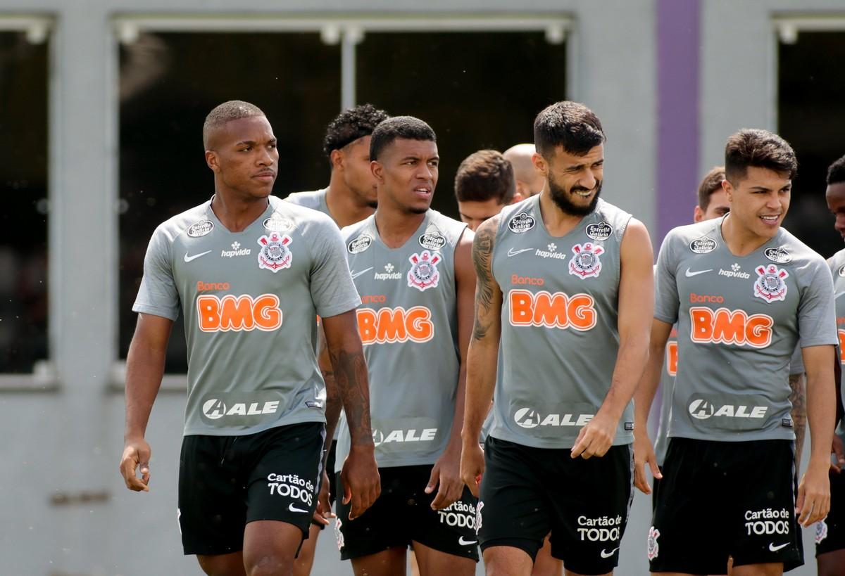 Corinthians se prepara para duelar com América que não perde a mais de um mês