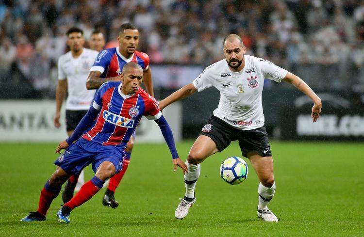 Há dois anos, Danilo marcava seus últimos dois gols com a camisa do Corinthians