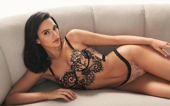 Abusando da sensualidade, Bruna Marquezine exibe nova lingerie na cama
