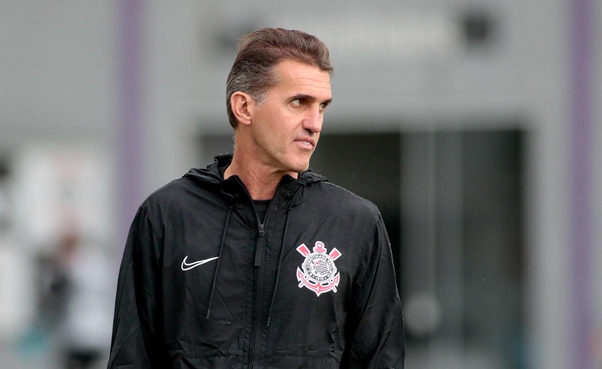 Mancini busca por time ideal, mesmo depois de usar 25 jogadores em quatro jogos