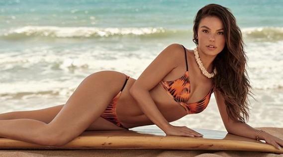 Para animar a sua sexta, Isis Valverde dá show de sensualidade e boa forma só de biquíni